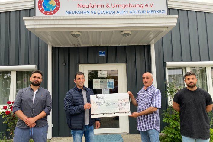 Alevitische Gemeinde Neufahrn spendet an Hochwasseropfer